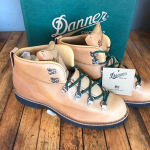 New Danner boots 12710 Mountain Trail